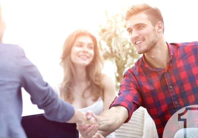 Λύστε τα προβλήματα των πελατών με 5 κινήσεις. Χαμογελαστός πελάτης. Ena Blog