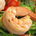 Σαλάτα με γαρίδες, ντομάτα και αβοκάντο | Ena Blog