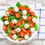 Σαλάτα με σπανάκι, ντομάτα και μοτσαρέλα | Ena Blog