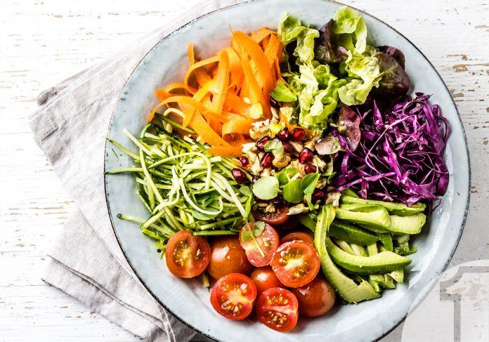 Πολύχρωμο salad bowl με σως βινεγκρέτ | Ena Blog