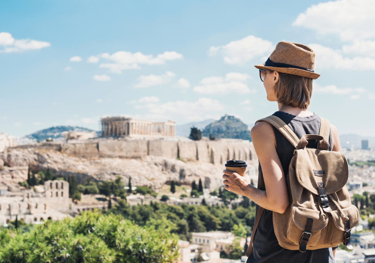 Η μείωση του μέσου όρου ηλικίας των ταξιδιωτών και πώς επηρεάζει τις ξενοδοχειακές υπηρεσίες | Ena Blog
