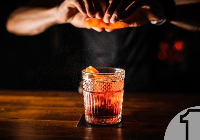 4 προτάσεις για ανοιξιάτικα δροσιστικά cocktails με τζιν | Ena Blog