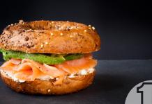 Μια γευστική πρόταση για το brunch μενού του εστιατορίου σας: Bagel με αβοκάντο και σολομό | Ena Blog