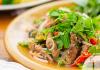 Ταϊλανδέζικη σαλάτα με βόειο φιλέτο, μια έθνικ πινελιά ανανέωσης στο μενού σας | Ena Blog